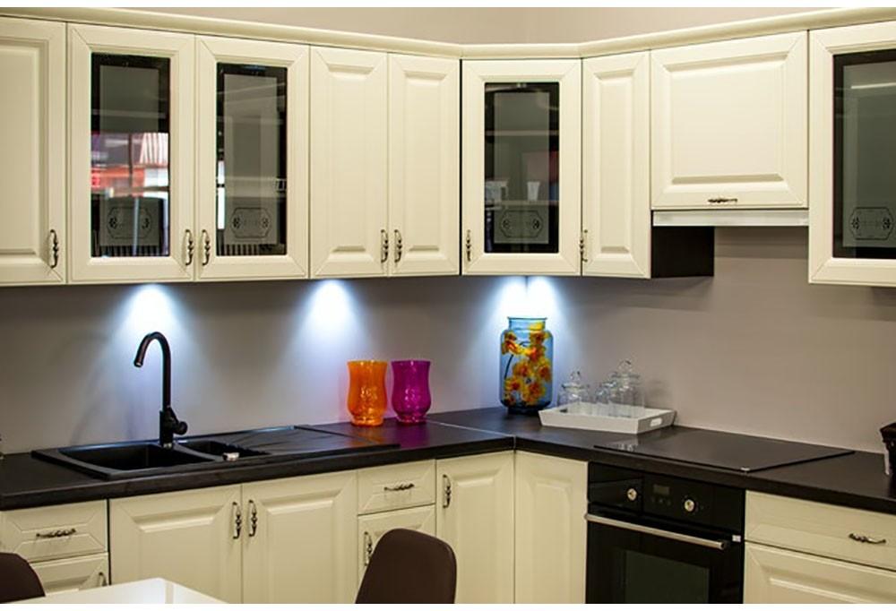 Urządzamy kuchnię – gdzie umieścić zlew do szafki?